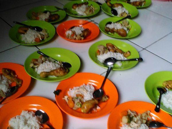 Makan bersama menu sehat bergizi